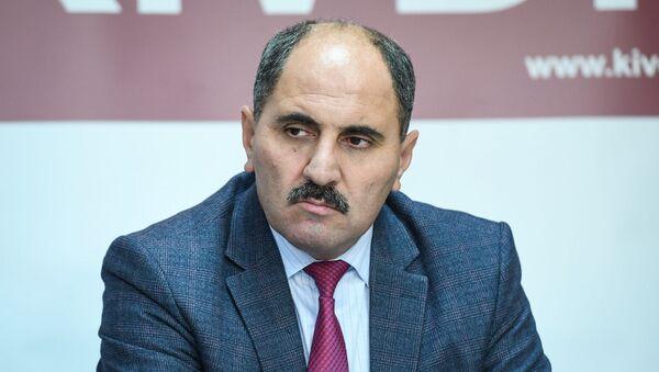 Автор передачи на телеканале Хазар, член правления Совета прессы АР Азер Хасрет - Sputnik Азербайджан
