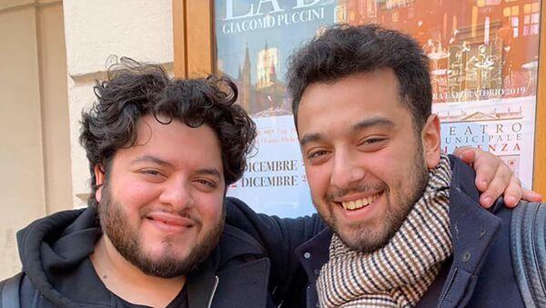 Два азербайджанских вокалиста Магеррам Гусейнов и Азер Рзаев выступят на одной сцене в Италии - Sputnik Азербайджан