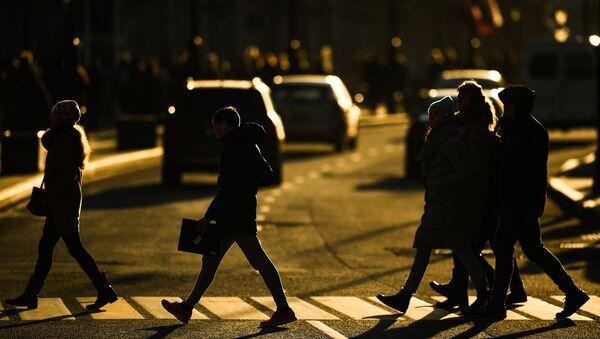 Прохожие на пешеходном переходе - Sputnik Азербайджан