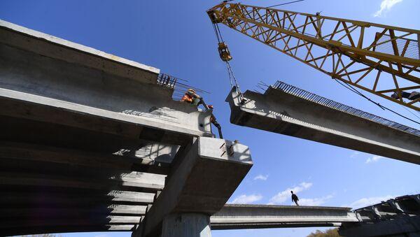 Строительство моста, фото из архива - Sputnik Азербайджан