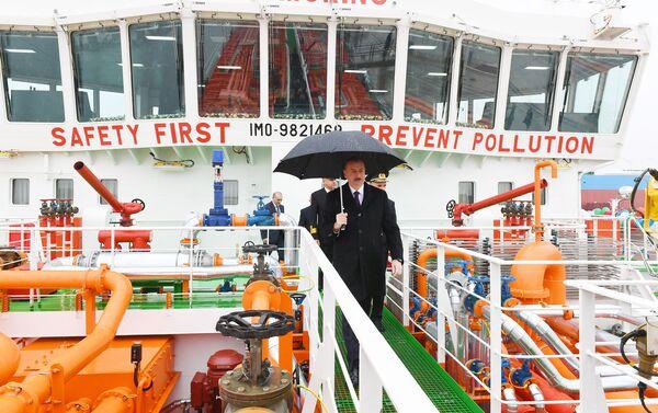 Президент Ильхам Алиев принял участие в сдаче в эксплуатацию первого танкера, построенного на Бакинском судостроительном заводе - Sputnik Азербайджан