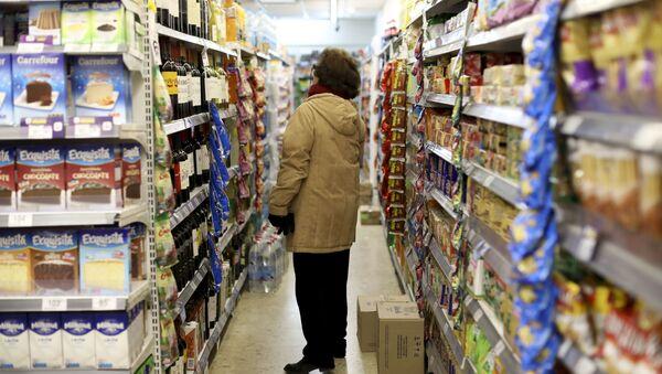 Женщина в супермаркете - Sputnik Азербайджан