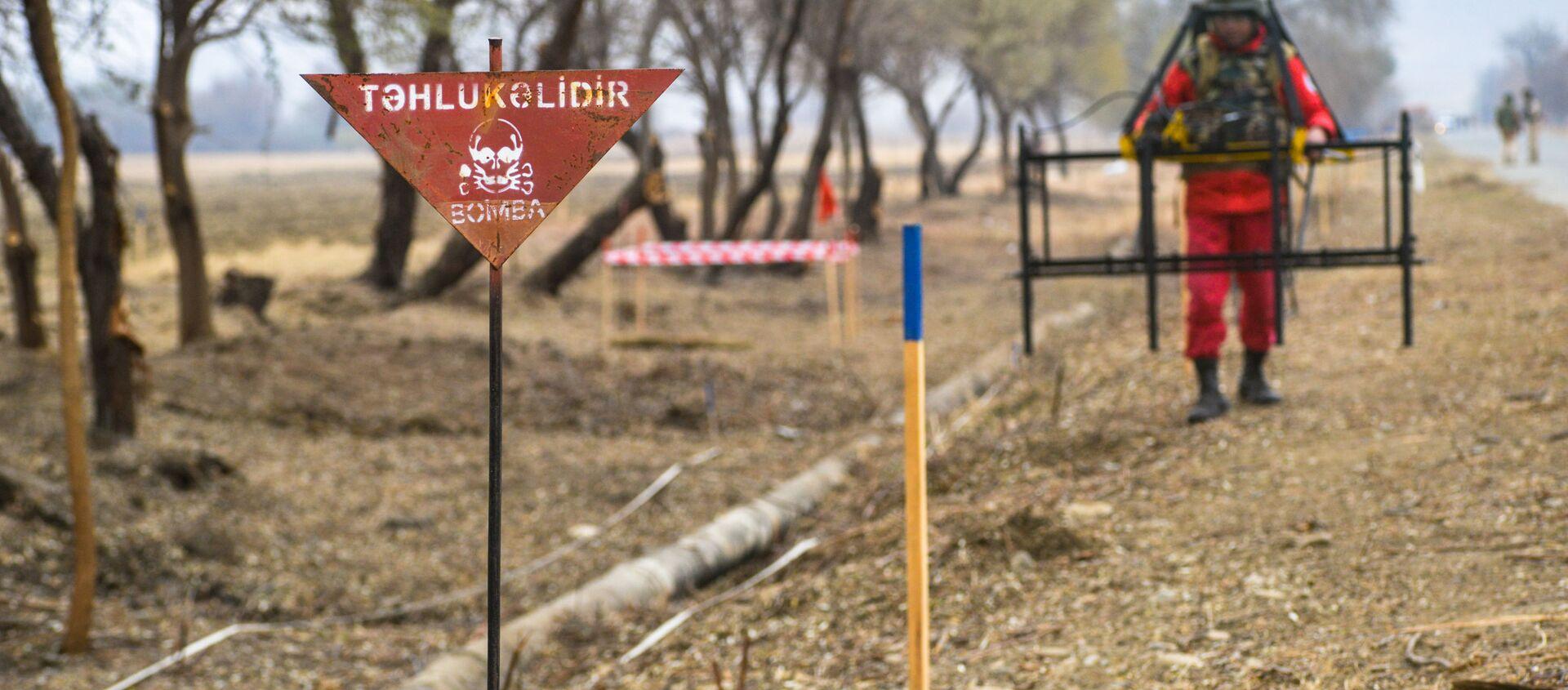 ANAMA əməkdaşları Saloğlu kəndində - Sputnik Азербайджан, 1920, 29.01.2021