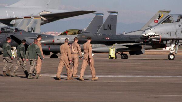 Военнослужащие ВВС США на авиабазе Инджирлик в Турции - Sputnik Azərbaycan