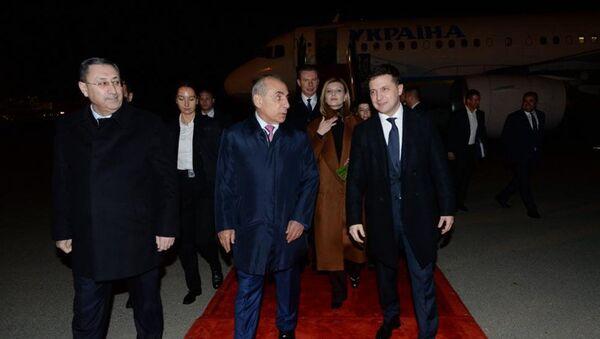 Президент Украины Владимир Зеленский прибыл с официальным визитом в Азербайджан - Sputnik Азербайджан