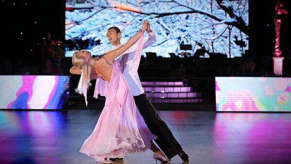 Известный азербайджанский танцор Эльдар Джафаров вместе со своей коллегой и супругой Анной Сажиной - Sputnik Азербайджан
