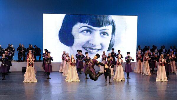 Во Дворце Гейдара Алиева на высоком уровне отметили 100-летие известной танцовщицы, народной артистки Азербайджана Амины Дильбази - Sputnik Азербайджан