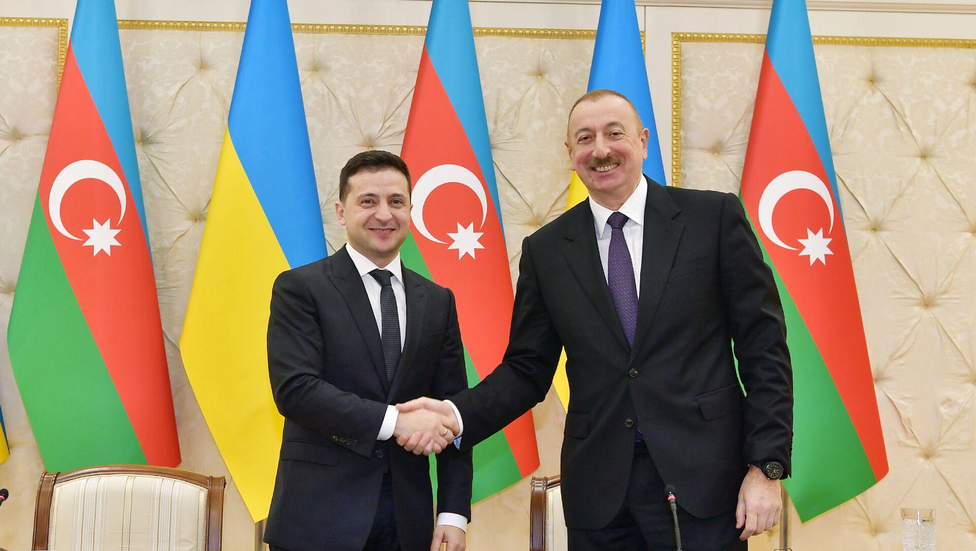 Президент Азербайджанской Республики Ильхам Алиев и Президент Украины Владимир Зеленский, фото из архива - Sputnik Азербайджан, 1920, 23.08.2021