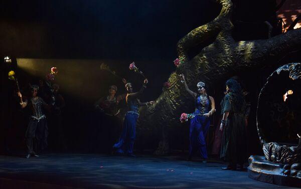 Бакинцам представили спектакль театра Санктъ-Петербургъ Опера - Искатели жемчуга - Sputnik Азербайджан