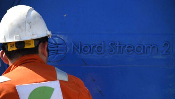 Рабочий на участке строительства газопровода Северный поток-2, фото из архива - Sputnik Азербайджан