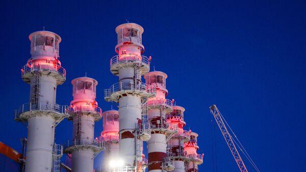 Трубы на заводе по производству сжиженного газа, фото из архива - Sputnik Азербайджан