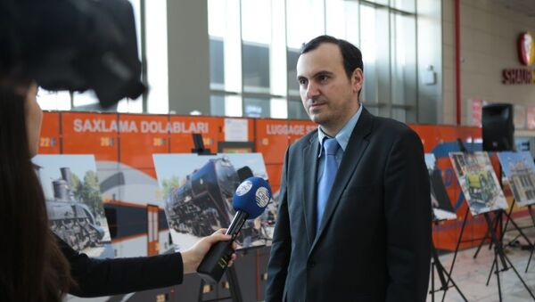 Автор фотографий Айдын Садыхов поблагодарил организаторов, отметив, что данная экспозиция стала его третьей выставкой за год - Sputnik Азербайджан