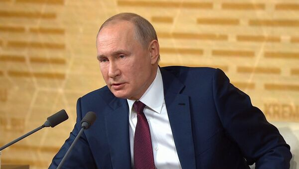 Путин: решение Европарламента о приравнивании СССР к тоталитаризму неприемлемо - Sputnik Азербайджан