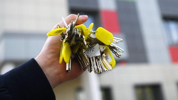 Связка ключей от квартир многоэтажного жилого дома, архивное фото - Sputnik Азербайджан
