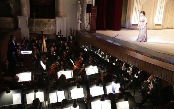 В Театре оперы и балета прошла презентация Антологии оперных исполнителей Азербайджана - Sputnik Азербайджан