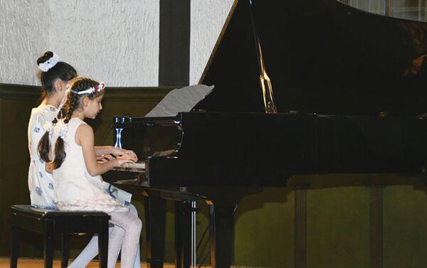 Новогодний концерт в Зале камерной и органной музыки - Sputnik Азербайджан