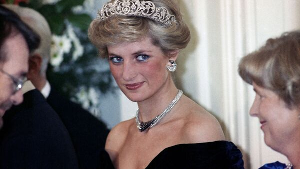 Принцесса Диана на вечернем приеме в честь членов королевской семьи в Бонне - Sputnik Азербайджан