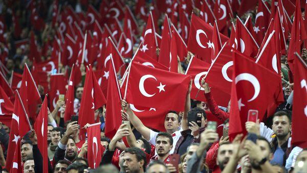 Болельщики сборной Турции - Sputnik Азербайджан