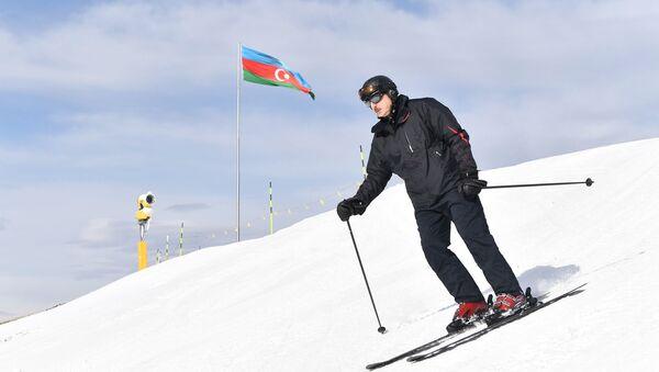 Президент Ильхам Алиев ознакомился с работами, проведенными в туристическом центре «Шахдаг» - Sputnik Азербайджан