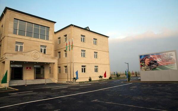 В воинских частях сданы в эксплуатацию новые объекты - Sputnik Азербайджан