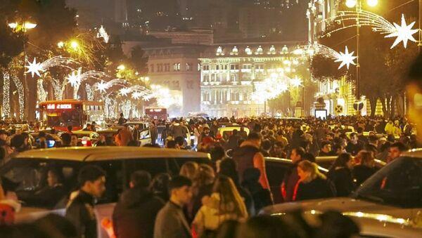 Центр Баку во время празднования Нового года - Sputnik Азербайджан
