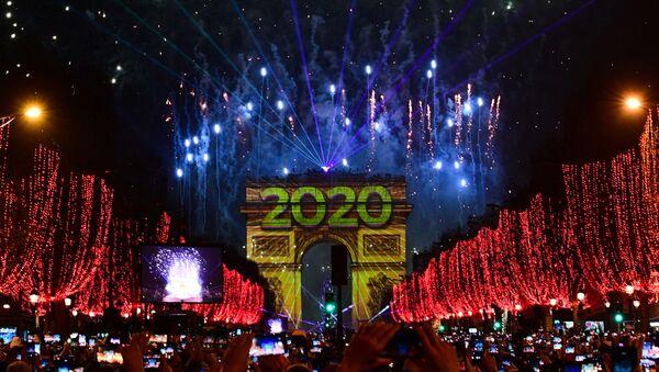 Празднование Нового года в Париже, фото из архива - Sputnik Азербайджан