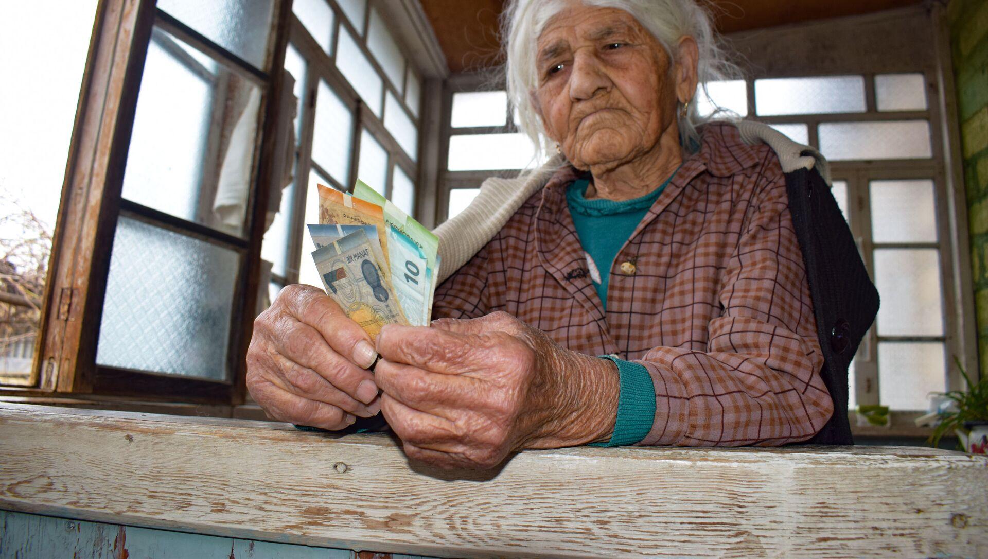 Пожилая женщина, фото из архива - Sputnik Азербайджан, 1920, 04.07.2021