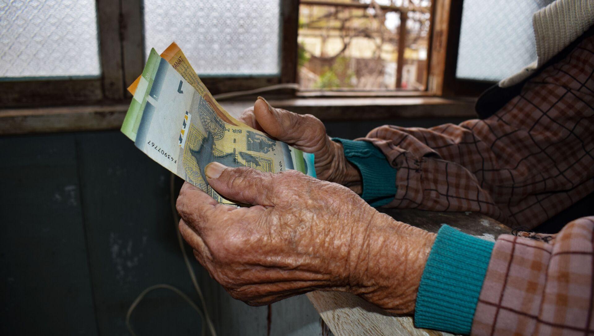 Пожилая женщина, фото из архива - Sputnik Азербайджан, 1920, 05.08.2021