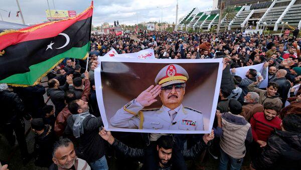 Ливийские демонстранты во время демонстрации против решения турецкого парламента направить турецкие войска в Ливию - Sputnik Азербайджан