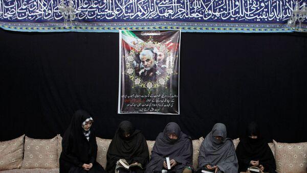 Прощание с генералом Корпуса стражей исламской революции (КСИР) Касемом Сулеймани в Тегеране  - Sputnik Азербайджан