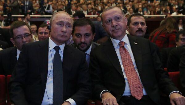 Президент России Владимир Путин и президент Турции Реджеп Тайип Эрдоган на церемонии завершения строительства морского участка газопровода Турецкий поток - Sputnik Azərbaycan