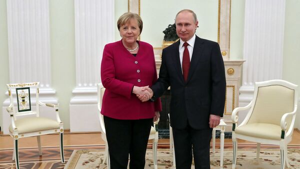 Встреча президента России Владимира Путина с канцлером Германии Ангелой Меркель - Sputnik Азербайджан