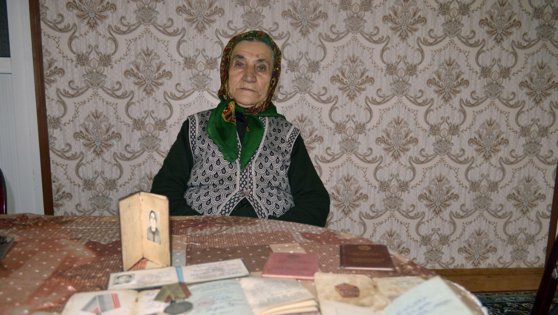 Astaranın Şiyəkəran kəndinin 83 yaşlı sakini Rəfiqə Musa qızı Qəhrəmanova  - Sputnik Азербайджан, 1920, 08.03.2021