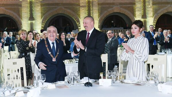 Президент Ильхам Алиев высоко отметил заслуги Хошбахта Юсифзаде перед страной - Sputnik Азербайджан