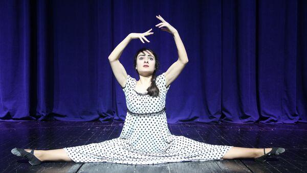 Солистка балетной труппы Азербайджанского академического музыкального театра Мелек Сафарова - Sputnik Азербайджан