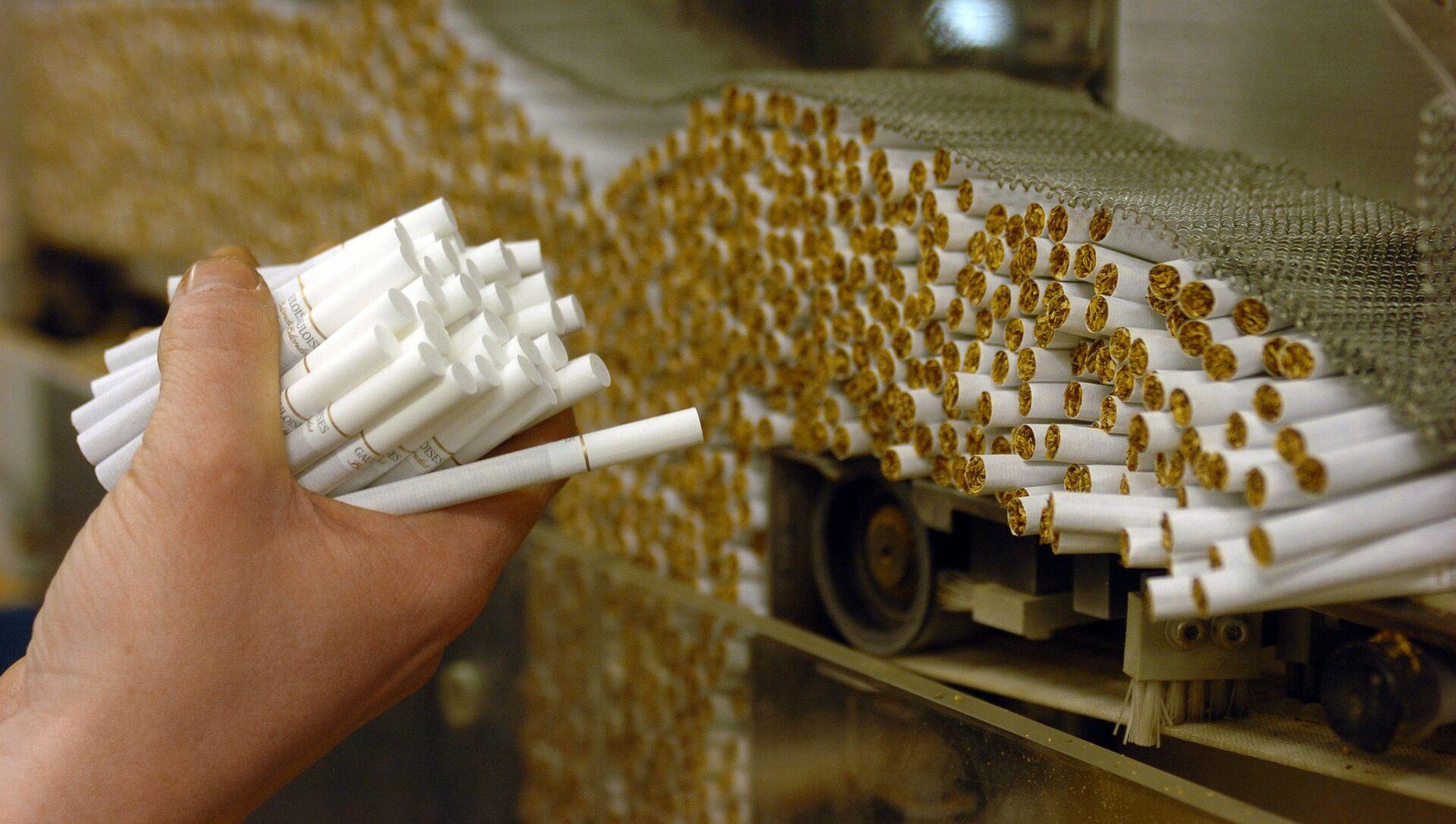 Заводы по производству табачной продукции, фото из архива - Sputnik Azərbaycan, 1920, 25.09.2021