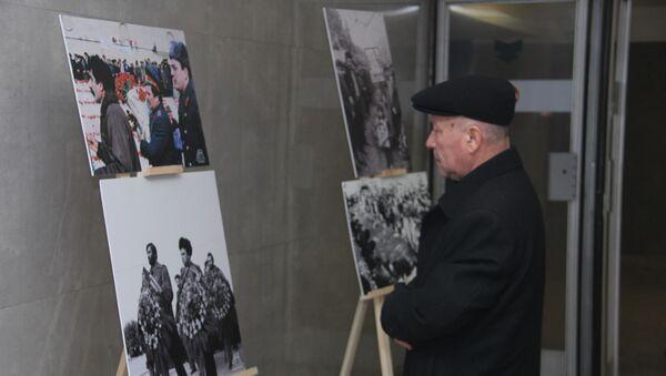 Фотовыставка под названием Наша боль длиною 30 лет в подземных переходах станции метро 20 Января - Sputnik Азербайджан
