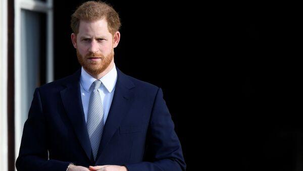 Принц Гарри в Букингемском дворце - Sputnik Азербайджан
