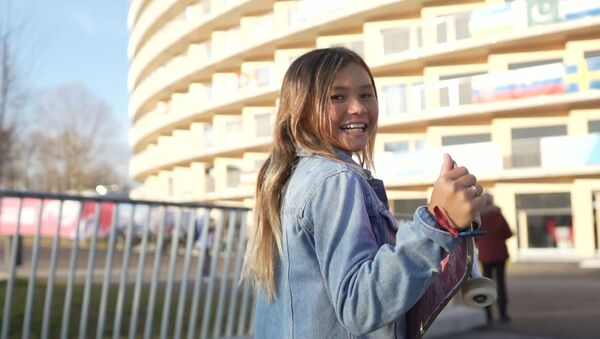 Девочка-вундеркинд готовится выступить на Олимпиаде-2020 в Токио - Sputnik Азербайджан