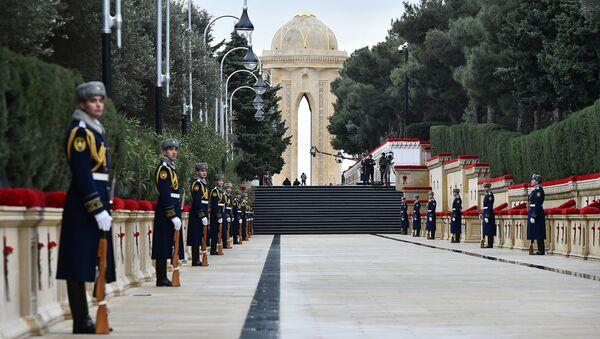 İlham Əliyev şəhidlərin əziz xatirəsini yad edib - Sputnik Азербайджан