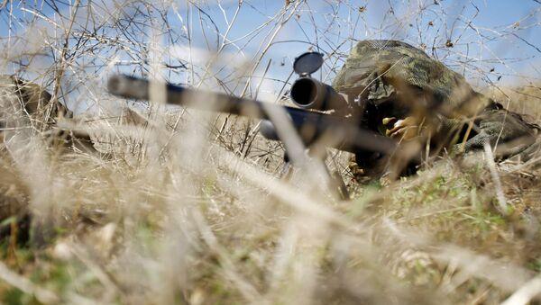 Снайпер на позиции во время учений, фото из архива - Sputnik Азербайджан
