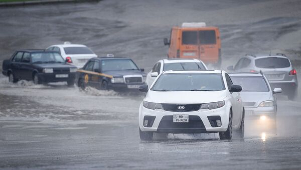 Дождливая погода в Баку, фото из архива - Sputnik Азербайджан