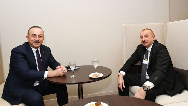 Президент Азербайджанской Республики Ильхам Алиев и министр иностранных дел Турецкой Республики Мевлют Чавушоглу - Sputnik Азербайджан