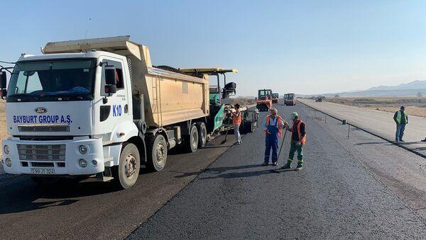 Ремонтные работы на автомагистрали Гянджа-Газах-Грузия компанией Bayburd  - Sputnik Азербайджан