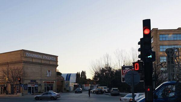 На пересечении улиц Ильгара Ахлиманова и Эльмана Гасымова - Sputnik Азербайджан
