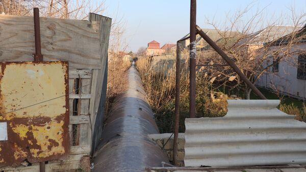 Su kəmərlərinin üzərində tikilmiş evlər - Sputnik Азербайджан