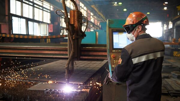 Резка металла в металлургическом комбинате - Sputnik Азербайджан
