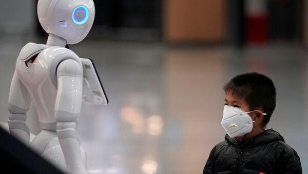 Мальчик-китаец в защитной маске - Sputnik Азербайджан