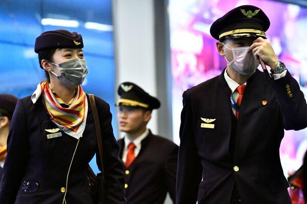Экипаж воздушного судна в медицинских маска в аэропорту Ванкувера в Ричмонде, Канада - Sputnik Азербайджан