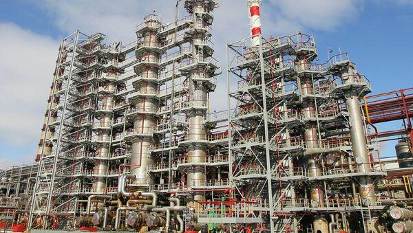 Мозырский нефтеперерабатывающий завод  - Sputnik Азербайджан